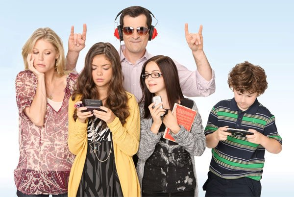 MTV Italia Modern Family Julie Bowen e famiglia - Modern Family sbanca gli Emmy Awards e arriva su MTV Italia