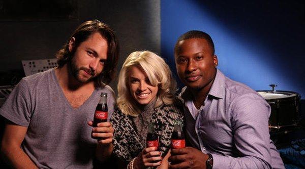 Coca-Cola: tre artisti emergenti per la canzone di Natale 2012 16 Coca-Cola: tre artisti emergenti per la canzone di Natale 2012