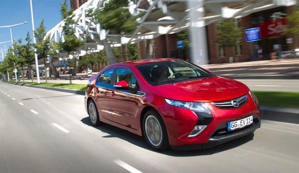 Opel Ampera è l'auto elettrica più venduta da oltre dieci mesi nonostante la difficile congiuntura 24 Opel Ampera è l'auto elettrica più venduta da oltre dieci mesi nonostante la difficile congiuntura