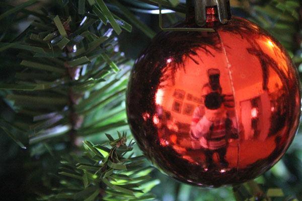 """Per 6 italiani su 10 sarà un """"Natale casalingo"""" a causa della crisi 26 Per 6 italiani su 10 sarà un """"Natale casalingo"""" a causa della crisi"""