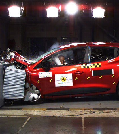 Nuova Clio: migliore auto del 2012 Euro NCAP  48 Nuova Clio: migliore auto del 2012 Euro NCAP