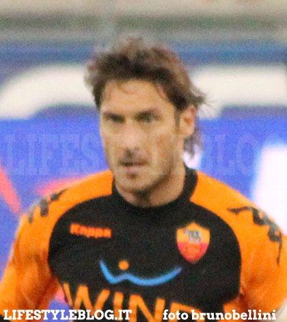 """Totti: """"Onorerò questa maglia fino alla fine"""" 21 Totti: """"Onorerò questa maglia fino alla fine"""""""