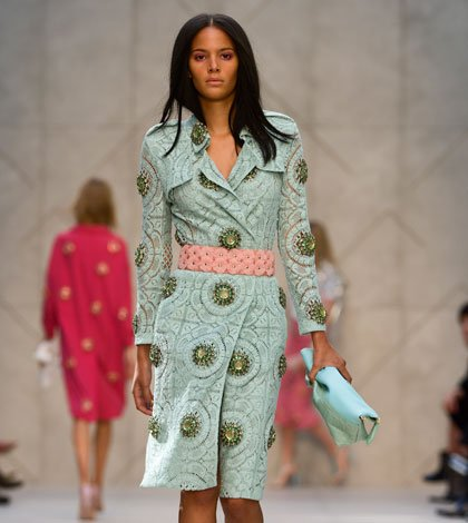 Burberry Prorsum Womenswear Spring Summer 2014 Look 46 - Burberry svela la collezione 'English Rose', catturata su iPhone 5s