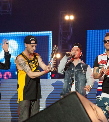 Clementino premia il giovane rapper Skizzo 64 Clementino premia il giovane rapper Skizzo