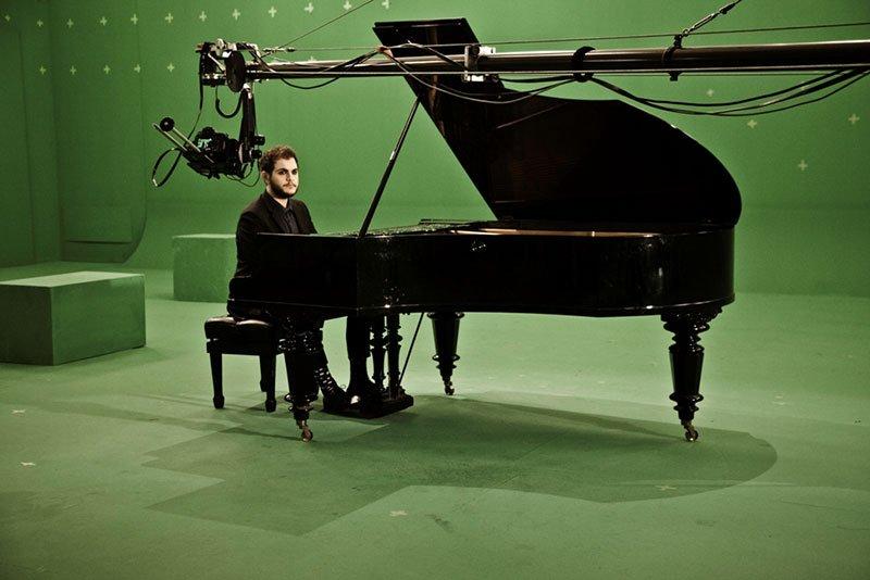 Il nuovo singolo di Renzo Rubino diventa un videoclip firmato da Duccio Forzano 70 Il nuovo singolo di Renzo Rubino diventa un videoclip firmato da Duccio Forzano