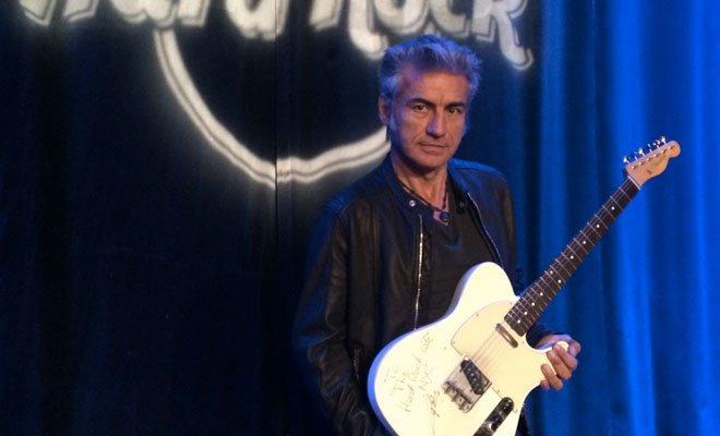 La chitarra di Ligabue entra nella collezione HARD ROCK INTERNATIONAL 72 La chitarra di Ligabue entra nella collezione HARD ROCK INTERNATIONAL