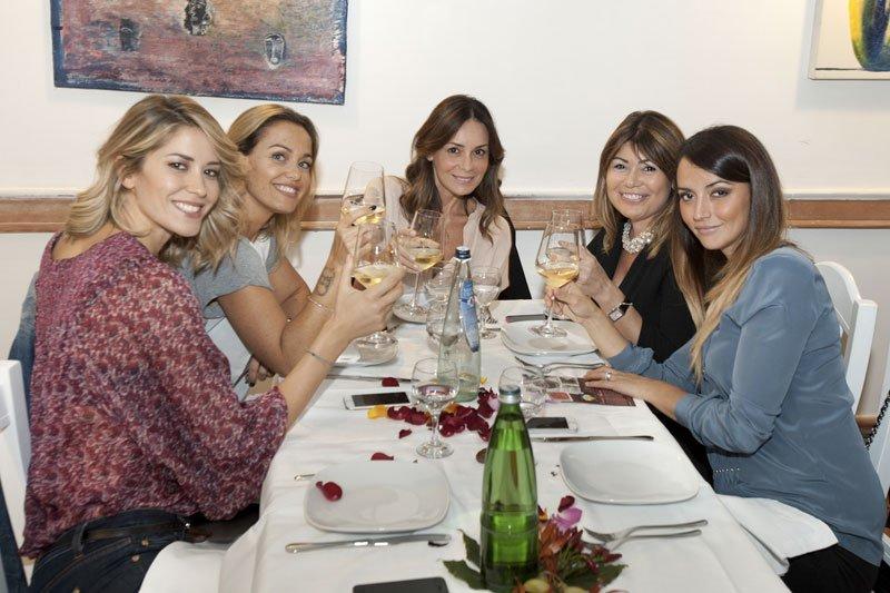 Bonolis, Morise, Santarelli, Calabretta e tanti altri vip omaggiano il ristorante Strabbioni di Roma 34 Bonolis, Morise, Santarelli, Calabretta e tanti altri vip omaggiano il ristorante Strabbioni di Roma