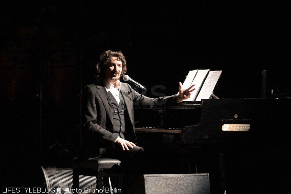 Sergio Cammariere, grande successo per l'esordio in tournèe. Le foto del concerto 18 Sergio Cammariere, grande successo per l'esordio in tournèe. Le foto del concerto