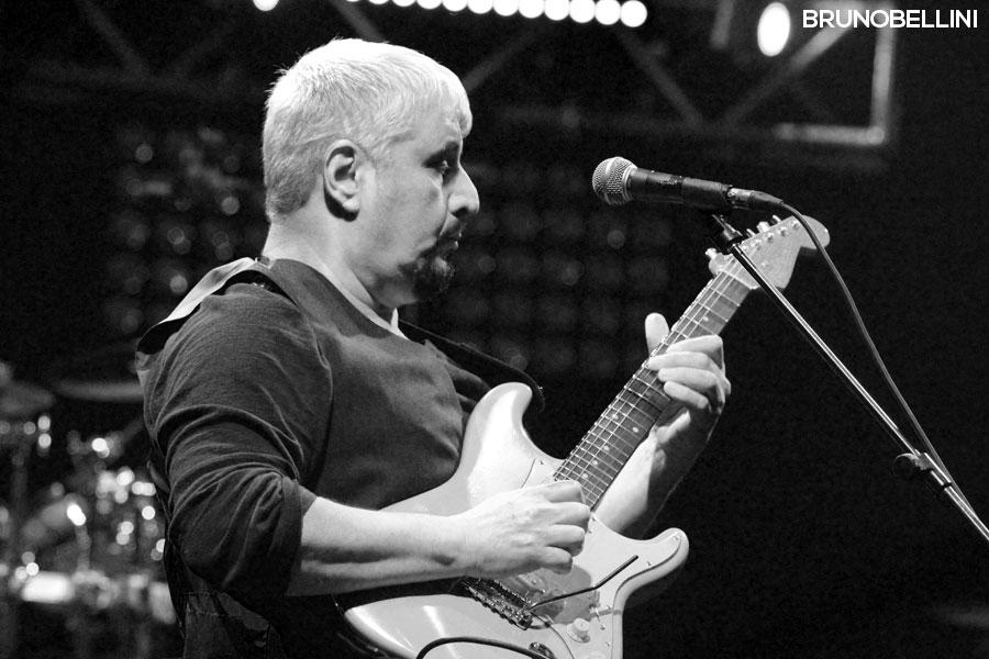 Pino Daniele in concerto a Bari - foto Bruno Bellini