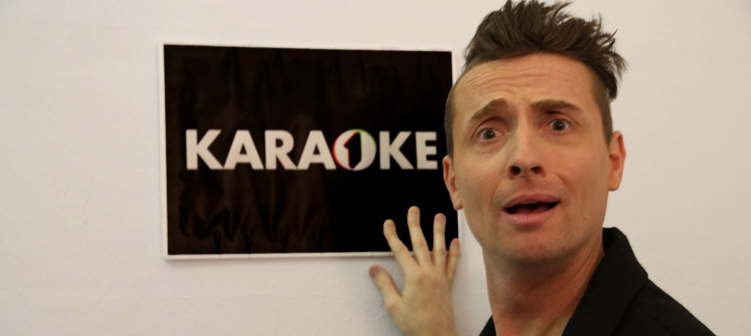 Torna il Karaoke su Italia 1 con Angelo Pintus 50 Torna il Karaoke su Italia 1 con Angelo Pintus