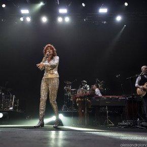Fiorella Mannoia, grande successo a Bari. Le foto del concerto 8 Fiorella Mannoia, grande successo a Bari. Le foto del concerto