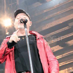 Vasco Live Kom 015: le foto del concerto di Bari 54 Vasco Live Kom 015: le foto del concerto di Bari
