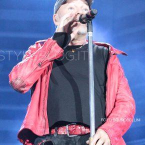 Vasco Live Kom 015: le foto del concerto di Bari 64 Vasco Live Kom 015: le foto del concerto di Bari