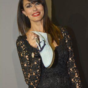 Maria Grazia Cucinotta con le scarpe My Gufo 290x290 - Esplode la Mygufomania ed è subito tendenza per tutte le età