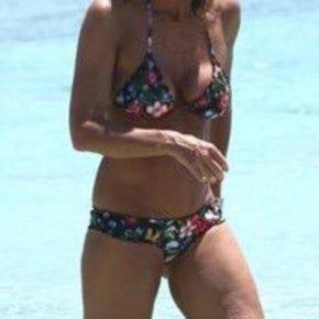 Cristina Parodi è l'icona 2015 dell'eleganza in spiaggia 17 Cristina Parodi è l'icona 2015 dell'eleganza in spiaggia