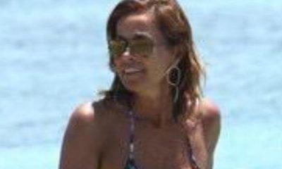 Cristina Parodi è l'icona 2015 dell'eleganza in spiaggia 18 Cristina Parodi è l'icona 2015 dell'eleganza in spiaggia