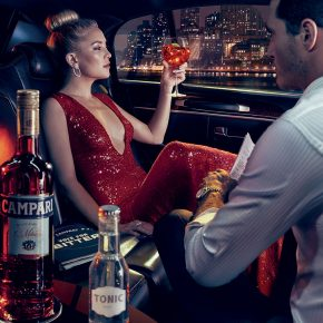 Svelato a New York l'iconico Calendario CAMPARI 2016. Protagonista Kate Hudson 11 Svelato a New York l'iconico Calendario CAMPARI 2016. Protagonista Kate Hudson