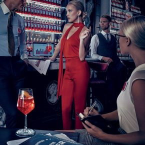 Svelato a New York l'iconico Calendario CAMPARI 2016. Protagonista Kate Hudson 19 Svelato a New York l'iconico Calendario CAMPARI 2016. Protagonista Kate Hudson