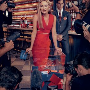 Svelato a New York l'iconico Calendario CAMPARI 2016. Protagonista Kate Hudson 16 Svelato a New York l'iconico Calendario CAMPARI 2016. Protagonista Kate Hudson