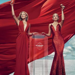 Svelato a New York l'iconico Calendario CAMPARI 2016. Protagonista Kate Hudson 18 Svelato a New York l'iconico Calendario CAMPARI 2016. Protagonista Kate Hudson