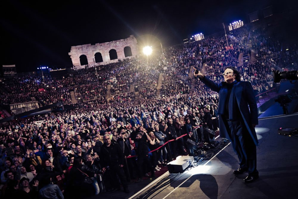 """RENATO ZERO torna live con """"ALT IN TOUR"""": da novembre in concerto nei principali palasport d'Italia! 18 RENATO ZERO torna live con """"ALT IN TOUR"""": da novembre in concerto nei principali palasport d'Italia!"""