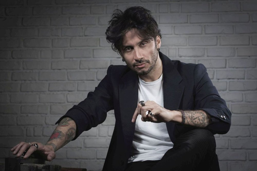 """Fabrizio Moro al Festival di Sanremo 2017 con """"Portami via"""" 32 Fabrizio Moro al Festival di Sanremo 2017 con """"Portami via"""""""