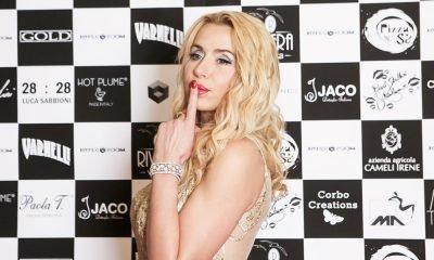 """Valeria Marini chiude la settimana della moda con """"Baci stellari"""" 16 Valeria Marini chiude la settimana della moda con """"Baci stellari"""""""