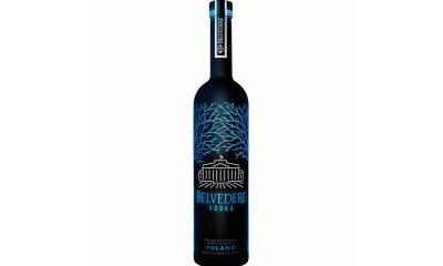 Midnight Saber, la bottiglia di vodka luminosa 66 Midnight Saber, la bottiglia di vodka luminosa