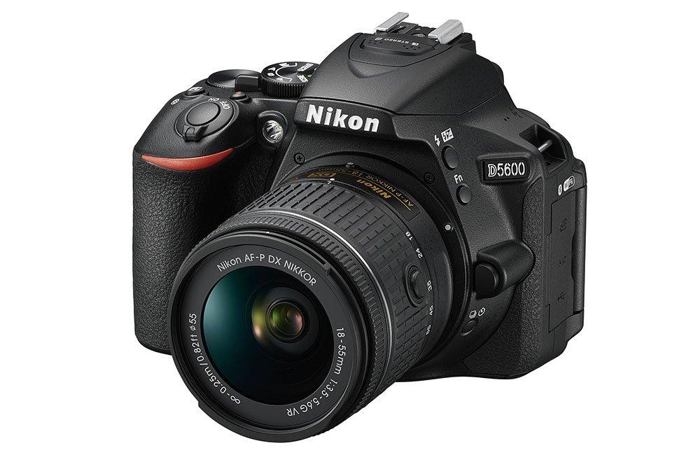 Nikon D5600 AFP 18 55 VR frt34l - La nuova reflex Nikon D5600: le caratteristiche