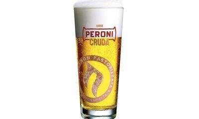 """Birra, arriva Peroni Cruda: ecco il lato """"non pastorizzato"""" della bionda 20 Birra, arriva Peroni Cruda: ecco il lato """"non pastorizzato"""" della bionda"""