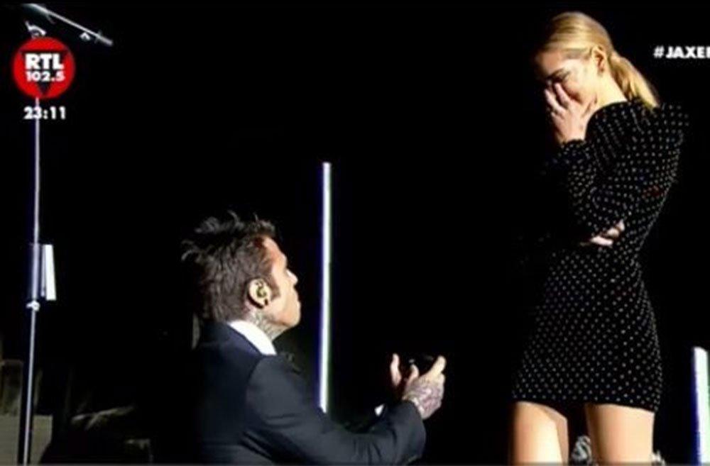 Fedez e la proposta di matrimonio a Chiara Ferragni sul palco dell'Arena 34 Fedez e la proposta di matrimonio a Chiara Ferragni sul palco dell'Arena