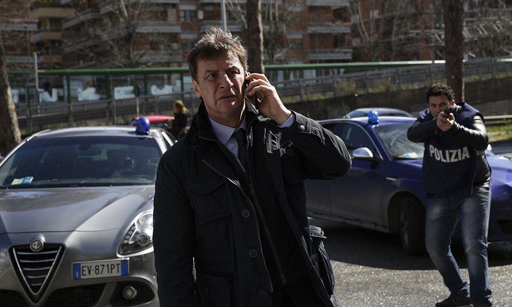 Squadra mobile 2 al via, Giorgio Tirabassi riprende le indagini