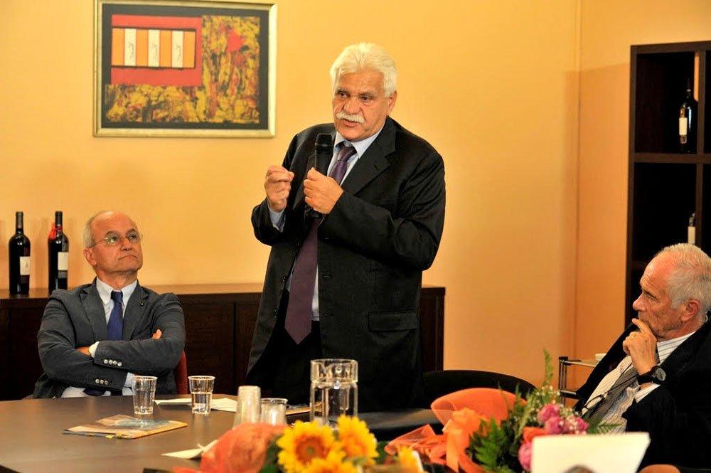 Dott Raffaele Senatore con il deputato Nicodemo Oliverio, capogruppo Pd in Commissione Agricoltura e il Dott Ercole De Masi, gastroenterologo