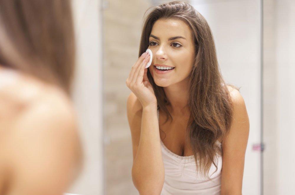 consigli viso pulizia - Purificare la pelle in profondità, consigli per un viso luminoso e giovane