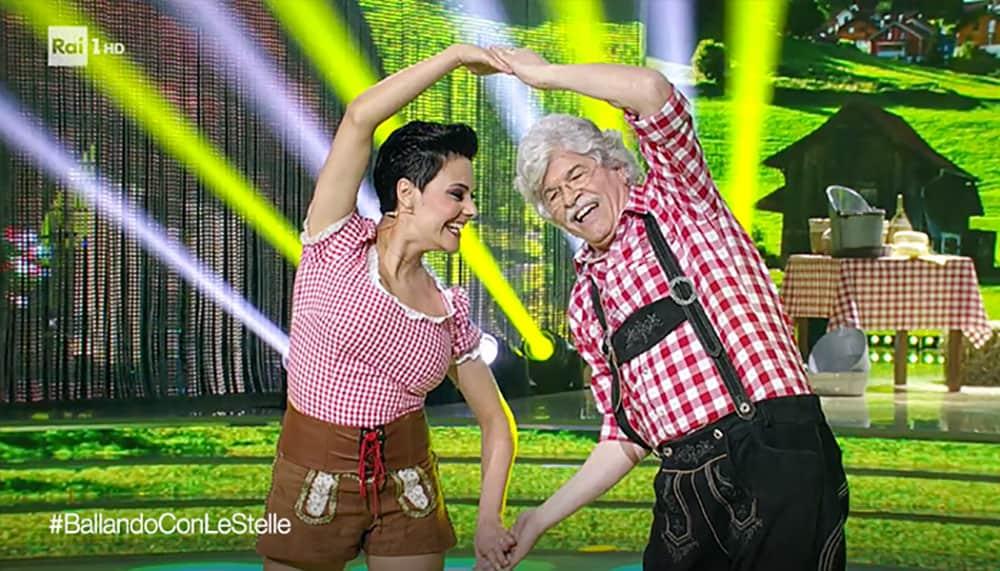 Milena Vukotic conquista tutti a Ballando con le Stelle 20 Milena Vukotic conquista tutti a Ballando con le Stelle
