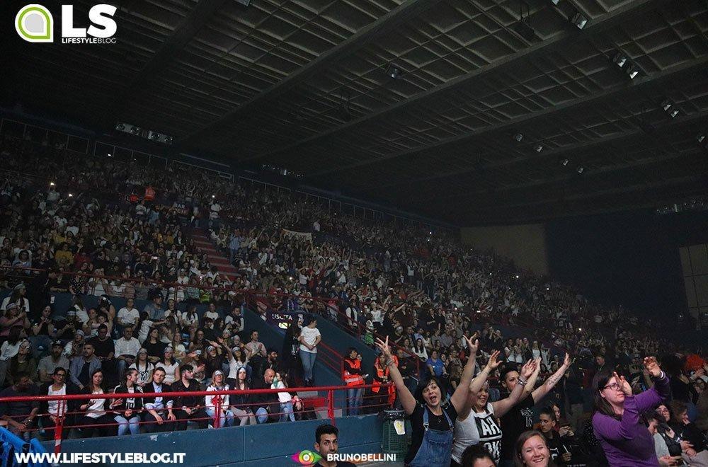 Alessandra Amoroso in concerto a Bari: le foto dei fans 6 Alessandra Amoroso in concerto a Bari: le foto dei fans