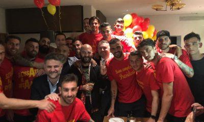 Giuliano Sangiorgi festeggia la promozione del Lecce in Serie A