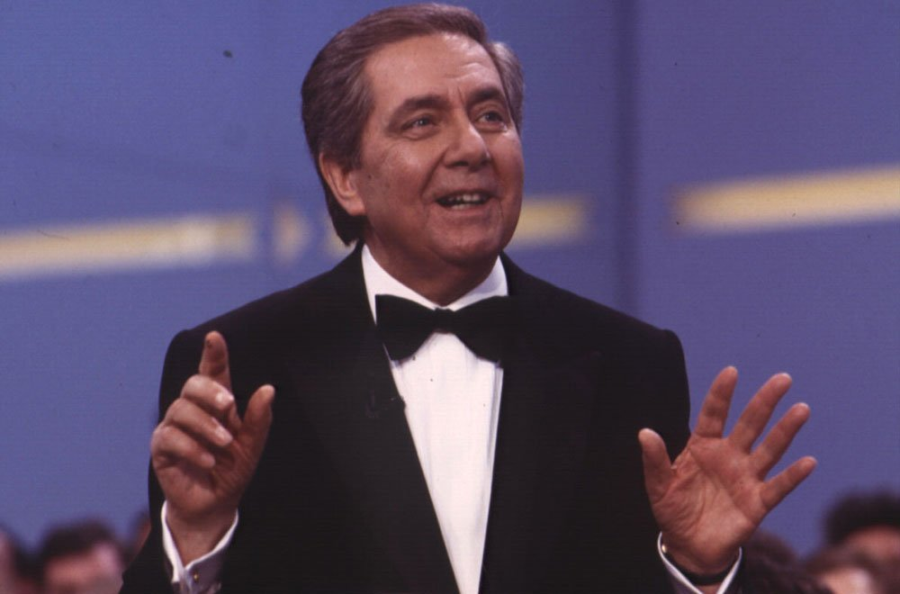 Canale 5 omaggia Corrado (8 giugno) 32 Canale 5 omaggia Corrado (8 giugno)