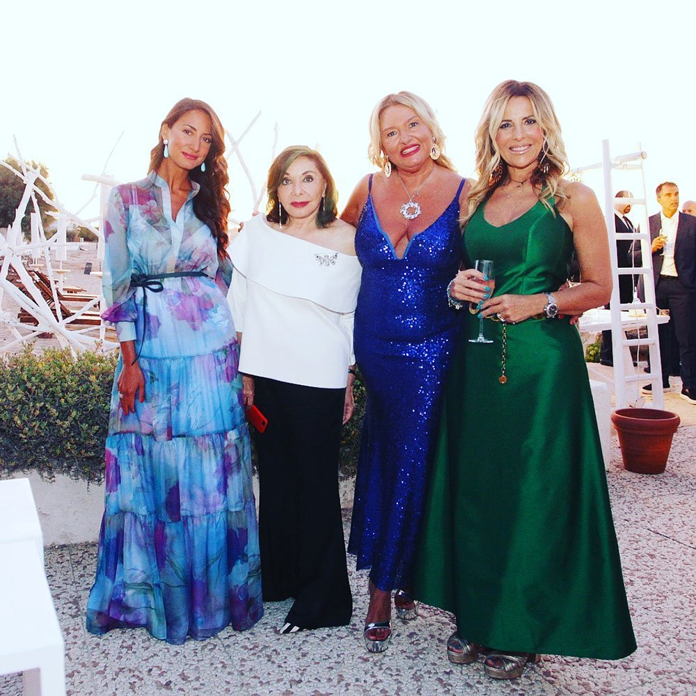 Da sinistra: Mary de Gennaro Mariella Milani e Daniela Mazzacane con la festeggiata
