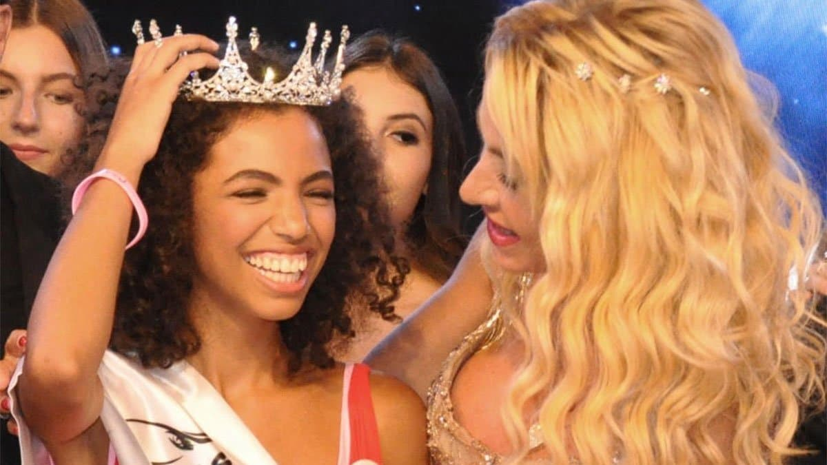 Miss teenager Original 2019: la vincitrice con Valeria Marini