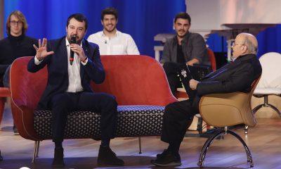 Salvini canta al Maurizio Costanzo Show