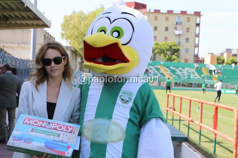 Cristiana Capotondi allo stadio di Monopoli