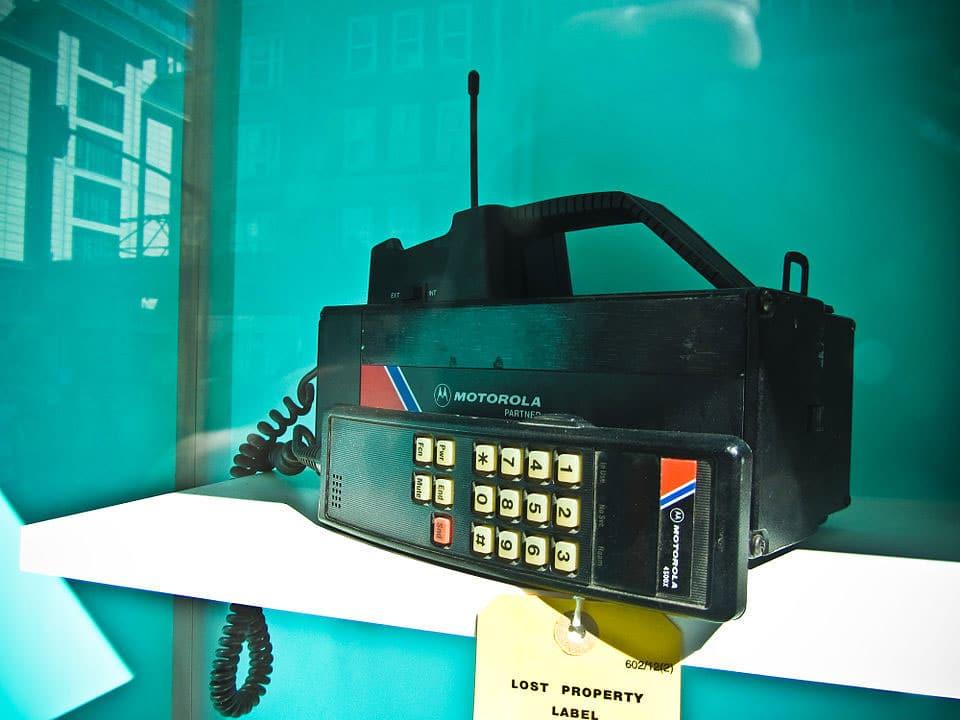 Il Motorola 4500X, un telefono trasportabile ETACS della Motorola