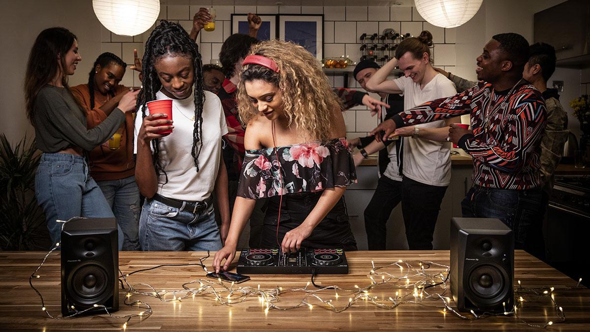 dj pioneer - 5 prodotti per ricreare a casa uno studio da DJ