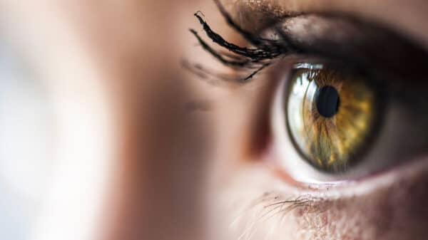 occhio 600x337 - Secchezza oculare, congiuntivite e herpes labiale: ecco i fastidi estivi più comuni