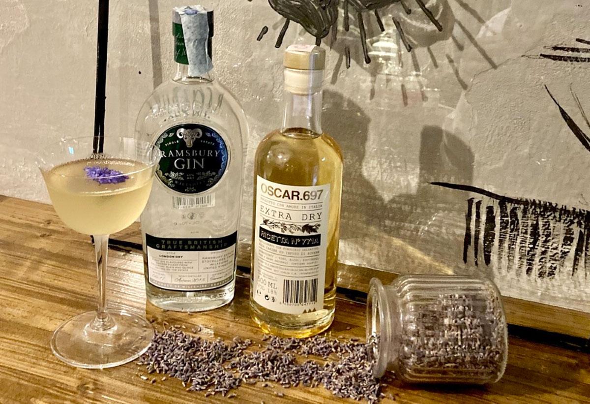 drink RAFFAELLO SANZIO di Nicola Righi titolare e barman del Santeria the Old Twenties cocktail bar di Urbino 1 - RINASCIMENTO VRBINO, il drink ispirato a Raffaello Sanzio