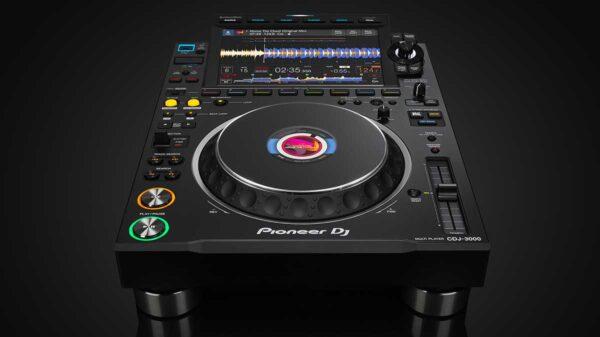 CDJ 3000 HERO 600x337 - Pioneer DJ presenta CDJ-3000: una nuova dimensione per la tecnologia DJ