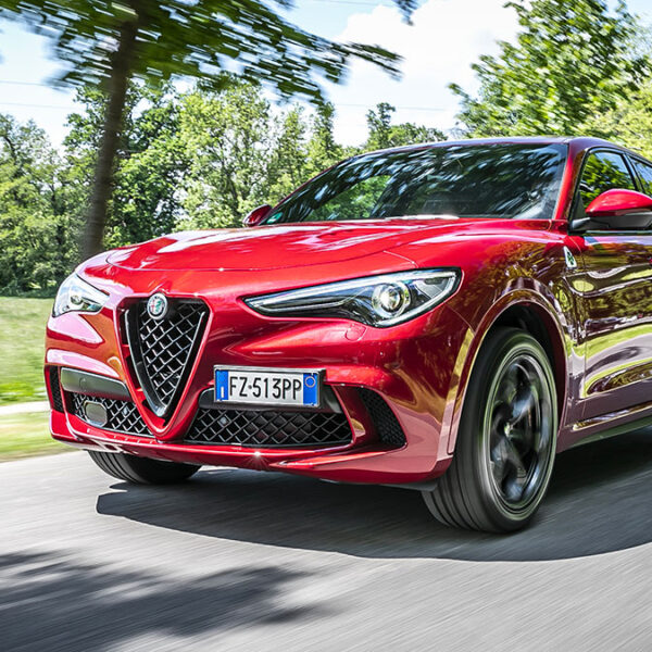 """Alfa Romeo Stelvio Quadrifoglio 600x600 - Alfa Romeo Stelvio Quadrifoglio nominato """"SUV dell'anno"""""""