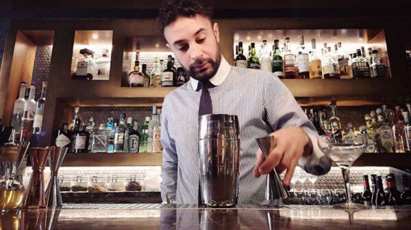 Vincenzo Tropea barman del Ristorante Pierluigi di Roma 600x337 - Un drink d'autore con la zucca per Halloween