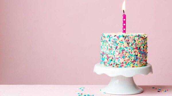 torta compleanno 600x337 - Quali sono i sei regali unici e personalizzati che puoi fare quest'anno?